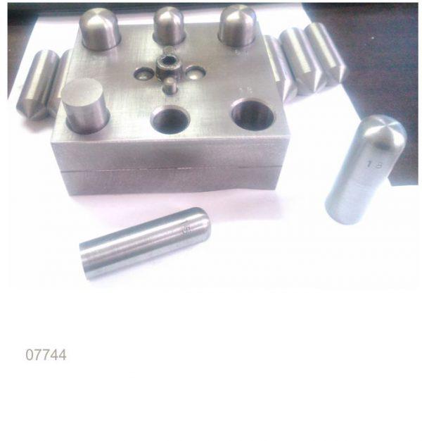 Herramienta de corte para joyería. Placa de cortadores con discos y centradores 15 a 20 mm para anillos en Joyería